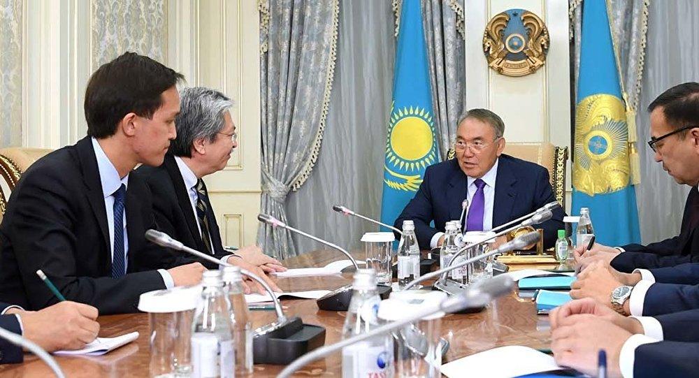 Нұрсұлтан Назарбаев Гонконг қаржы министрі Джон Цангпен кездесті