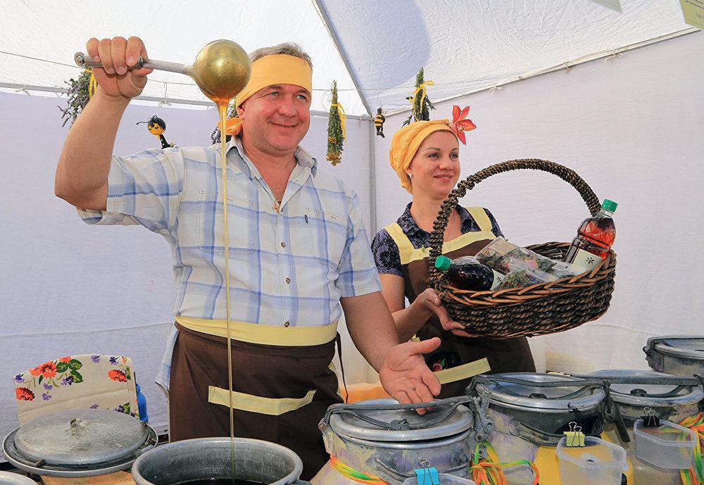 Алматыдағы бал жәрмеңкесі