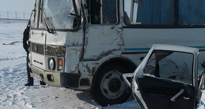 Спасая автобус сдетьми, полицейский автомобиль принял насебя удар КамАЗа