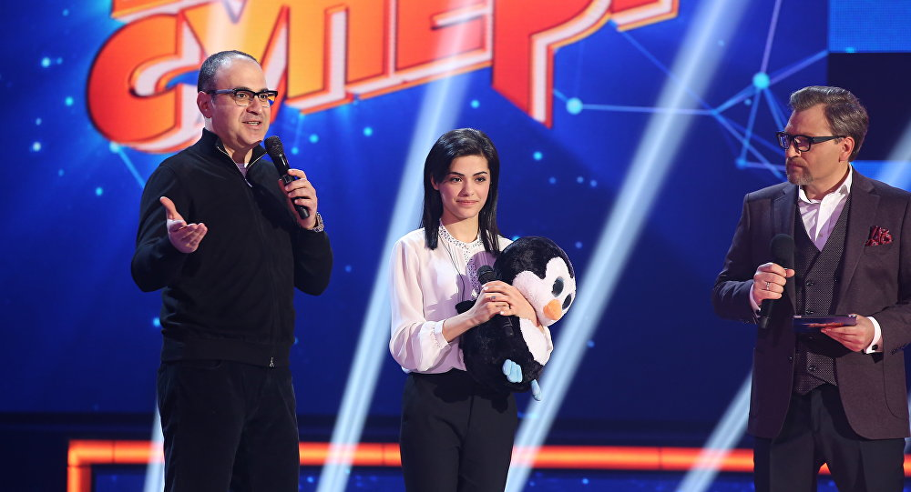 Гарик Мартиросян и участница проекта Ты супер! из Армении Ангелина Папикян