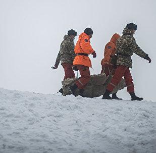 Архивное фото спасателей и полиции на месте происшествия