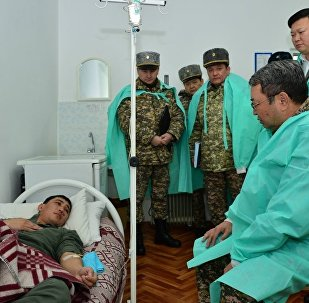 Министр обороны РК Сакен Жасузаков навестил пострадавших при сходе лавины