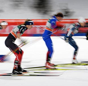 Архивное фото лыжных гонок