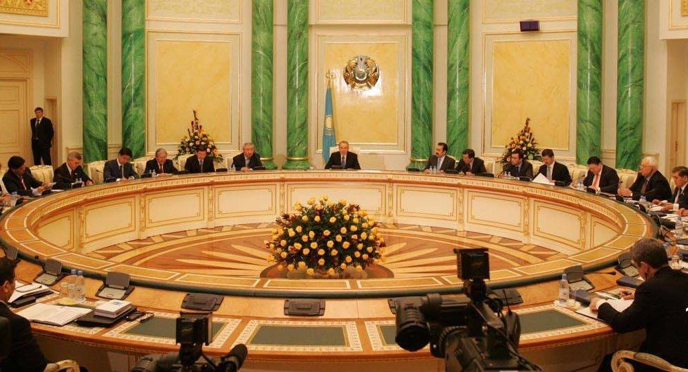 2007 жылғы конституциялық реформаларды талқылау және қабылдау кезінде түсірілген мұрағаттық сурет