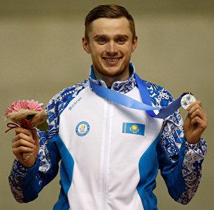 Казахстанский конькобежец Денис Кузин во вторник завоевал серебряную награду Азиады в японском Саппоро на дистанции 1 000 метров