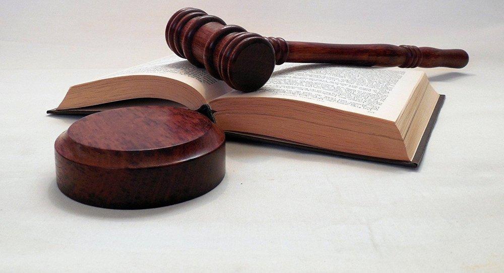 Суд, молоток, книги