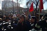 Митинги в Бишкеке после задержания главы парламентской фракции Ата мекен Омурбека Текебаева