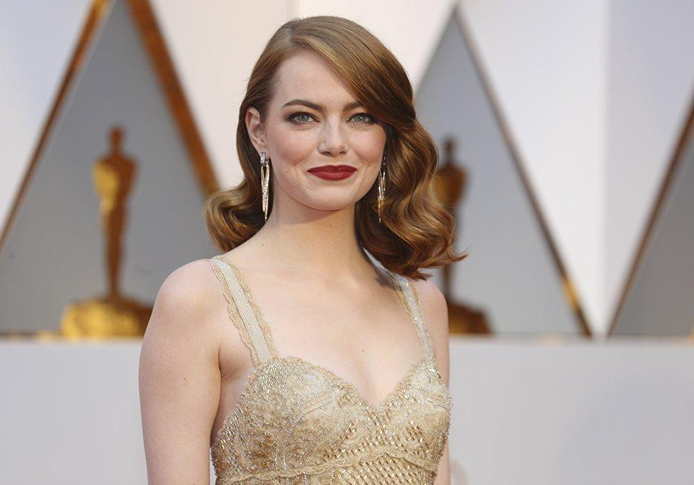 Ла-ла ленд кинокартинасында басты кейіпкерді сомдаған Эмма Стоун Үздік әйел рөлі санатында Оскарды жеңіп алды