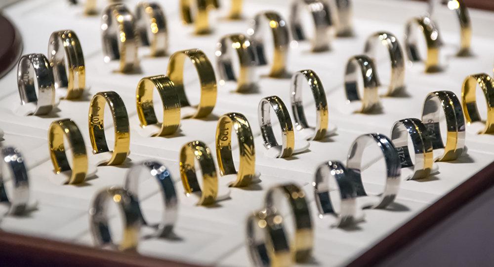 Золотые украшения, архивное фото