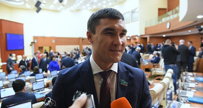 Первое интервью депутата Серика Сапиева