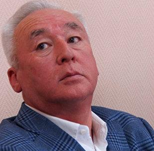 Сейтказы Матаев постоянно мерил себе давление во время суда
