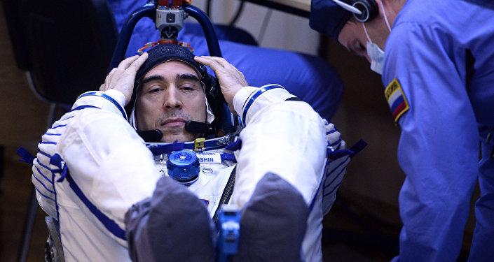Российский космонавт Анатолий Иванишин перед стартом ракеты-носителя