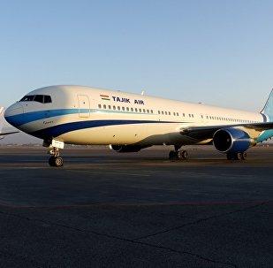 Tajik Air әуе компаниясының ұшағы