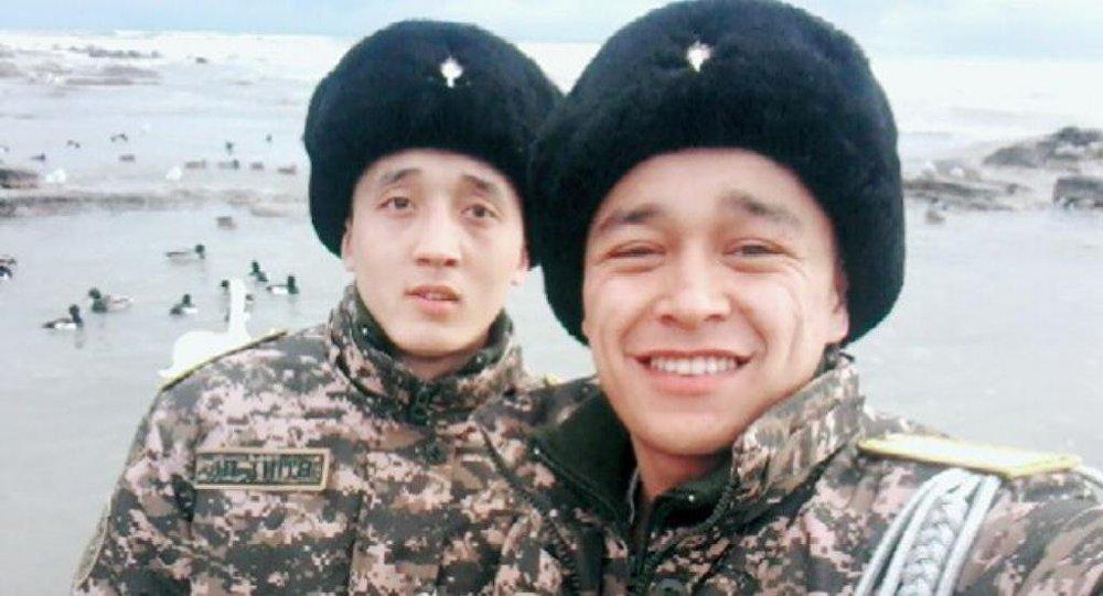 Максат Шишимбаев (слева)
