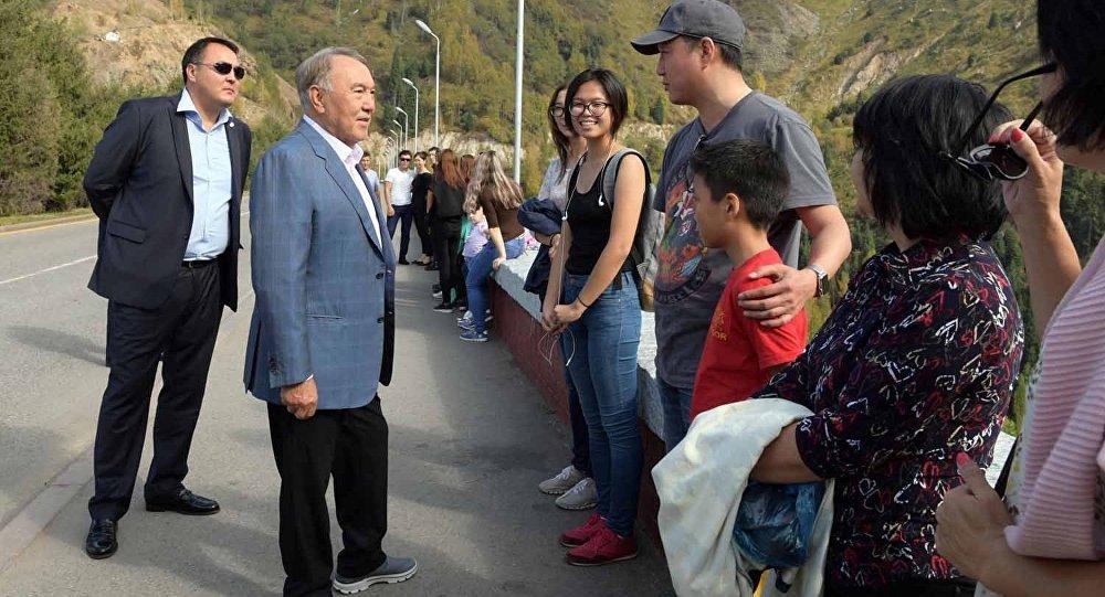 Нұрсұлтан Назарбаев Алматының 1000 жылдығы аясында Медеу мұз айдынында болды