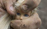 Кукла в руке