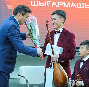 Юный композитор, автор кюя о Назарбаеве Галамат Бейсекожаев