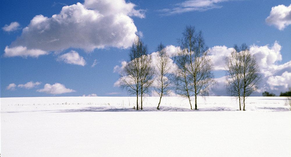 Тучи,облака над мартовским полем