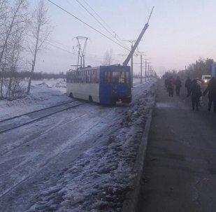 Трамвай сошел с рельсов в Павлодаре