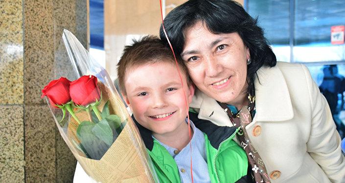 Рома Корнеев с воспитателем