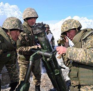 Специалисты артиллерии ВС РК