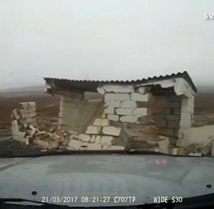 Развалившийся в Мангистау туалет