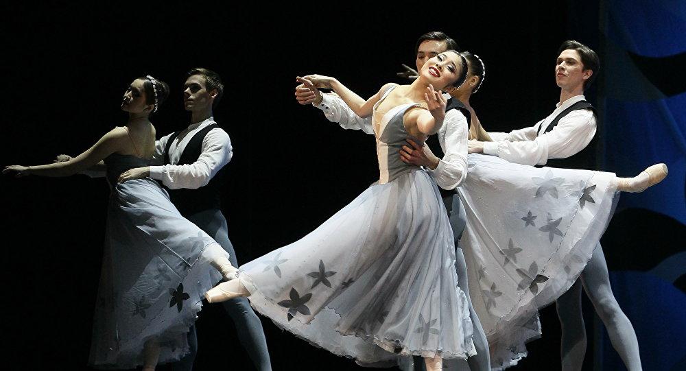 Танцоры Астанинского театра оперы и балета Астана Опера