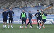 Тренировка сборной Казахстана по футболу в Ереване накануне матча со сборной Арменией