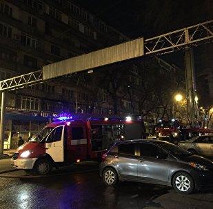 Кровля дома горит на улице Панфилова в Алматы