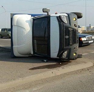 ГАЗель отбросило на тротуар после ДТП с КамАЗом