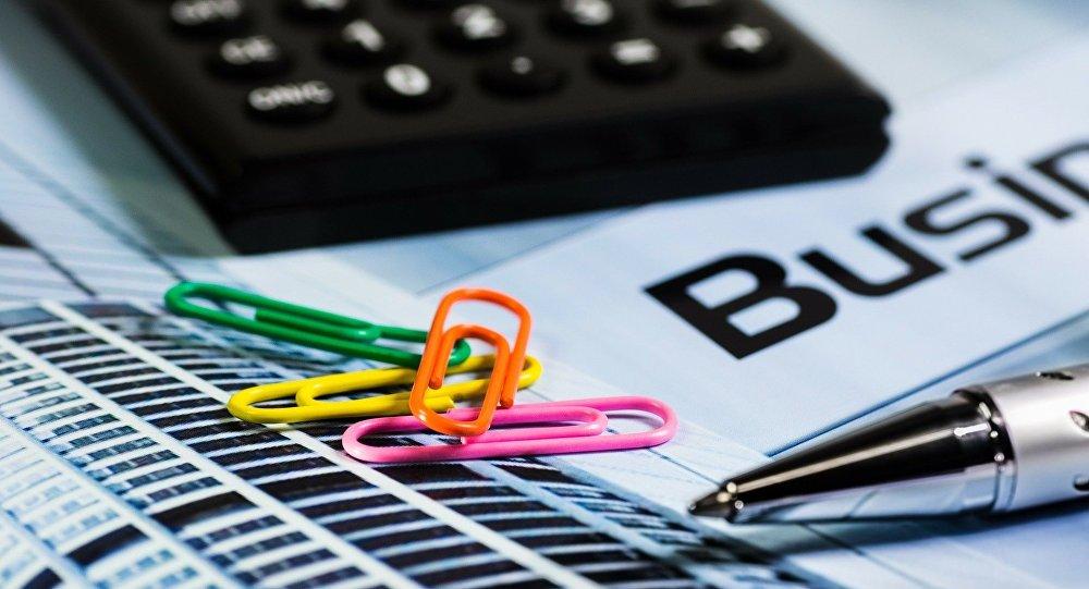 Бизнес, бумаги, калькулятор, иллюстративное фото