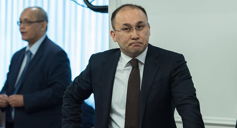Руководитель Мининформа прокомментировал использование флагаРК нагей-парадах