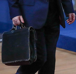 Чиновник с портфелем, архивное фото