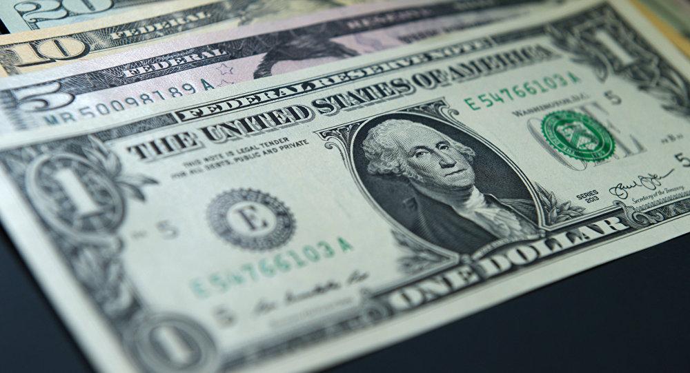 Сарапшы Қазақстанда доллар неге арзандамай жатқанын түсіндірді