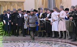 Кадыров Шешен әйелі күні мерекесіне сауыт-сайманмен келді