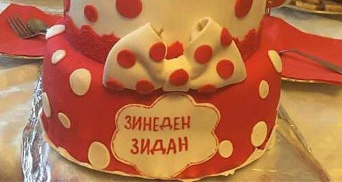 Торт в честь Дня рождения Зинедена Зидана
