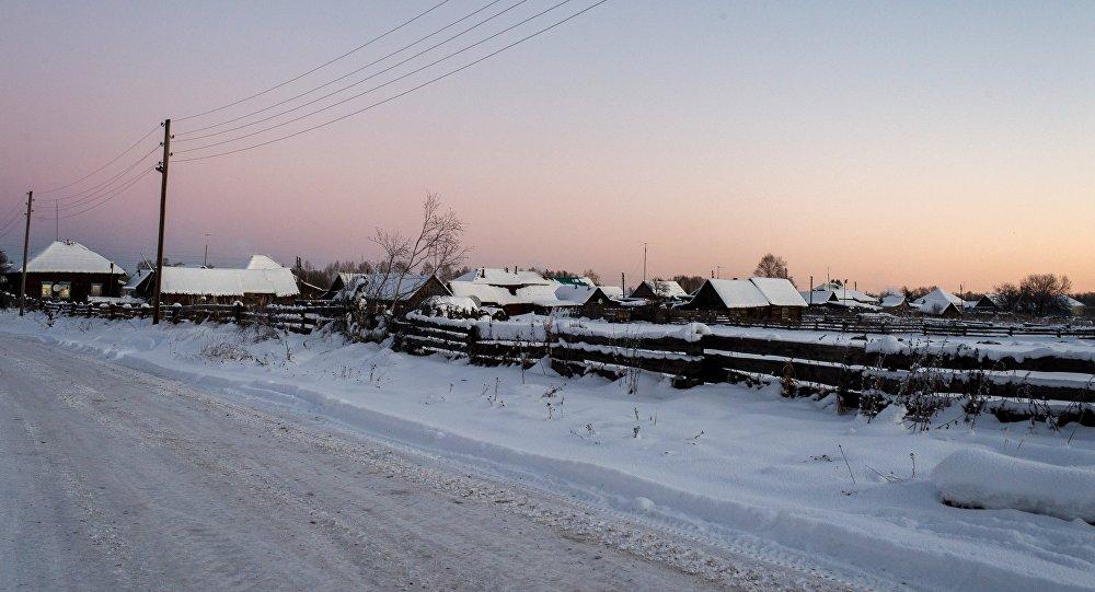 Заснеженный населенный пункт, архивное фото