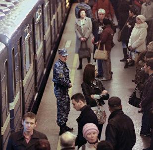 В метро Санкт-Петербурга, архивное фото