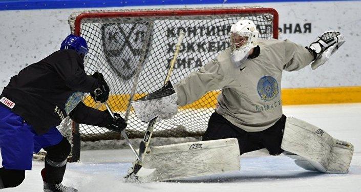 Голкипер сборной Казахстана по хоккею Виталий Колесник