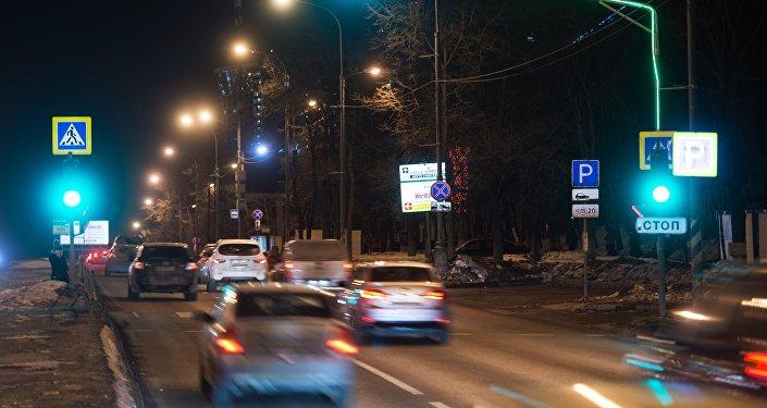 Движение транспорта в ночное время