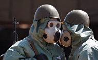 Архивное фото учений в условиях химической атаки