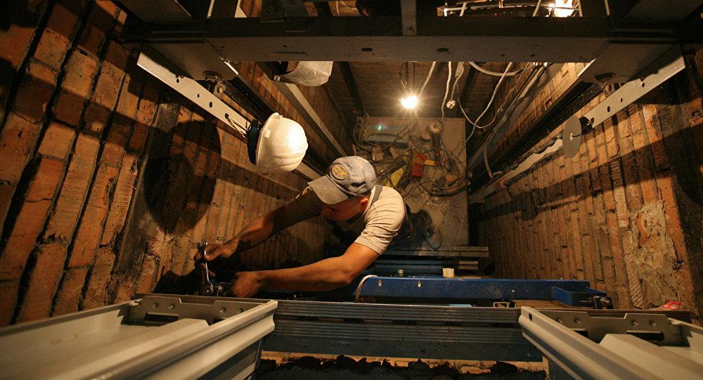 Лифт жабдығын жөндеу жұмыстарының архивтегі фотосы