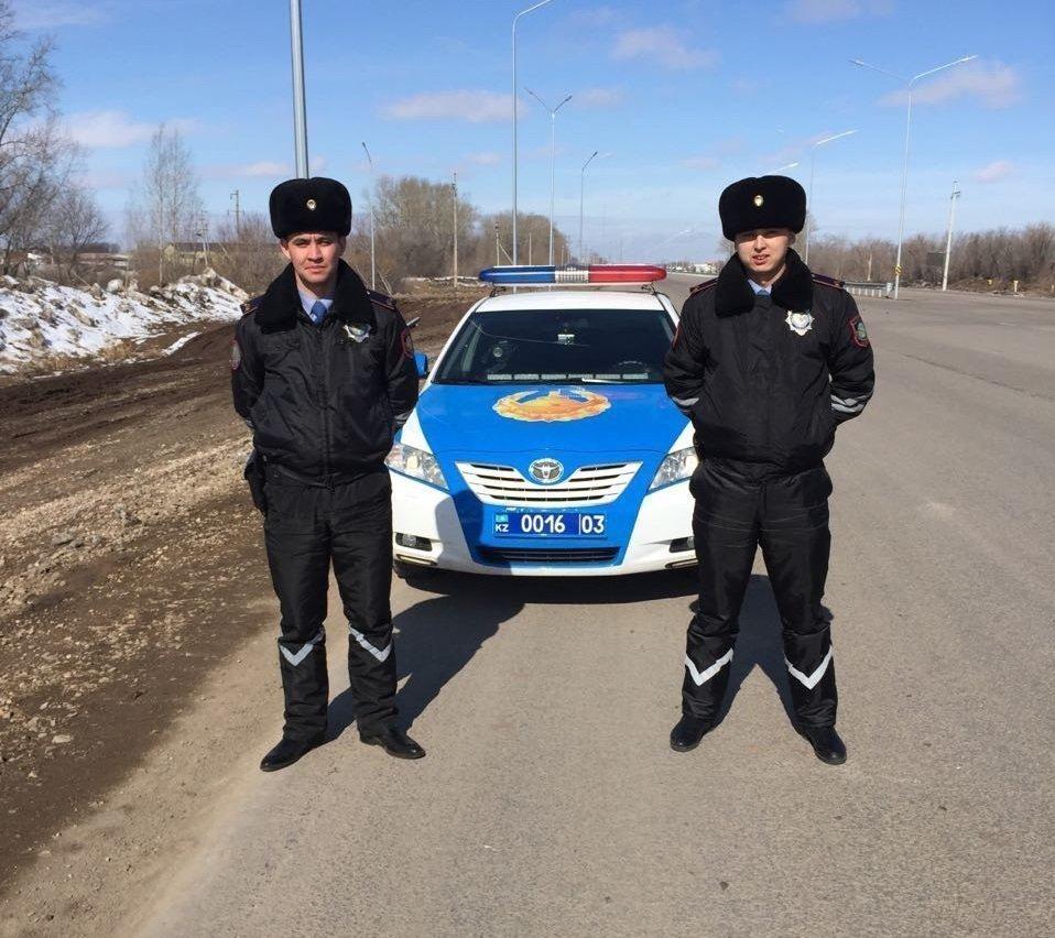 Полиция сержанттары Тұрар Бимжанов пен Егінбай Райымбек