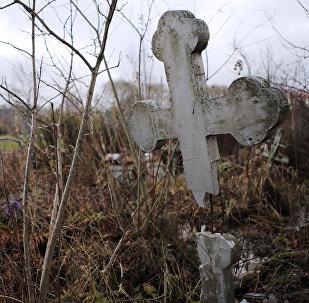 Разрушенное кладбище, архивное фото