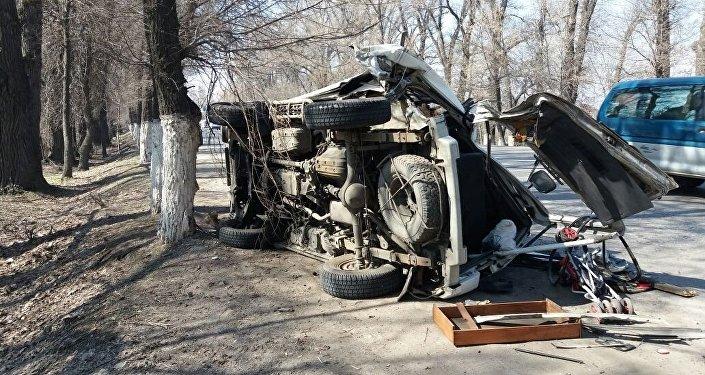 ГАЗель и Mitsubishi Delica столкнулись на Кульджинском тракте