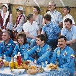 Архивное фото экипажа космического корабля Союз ТМ-19