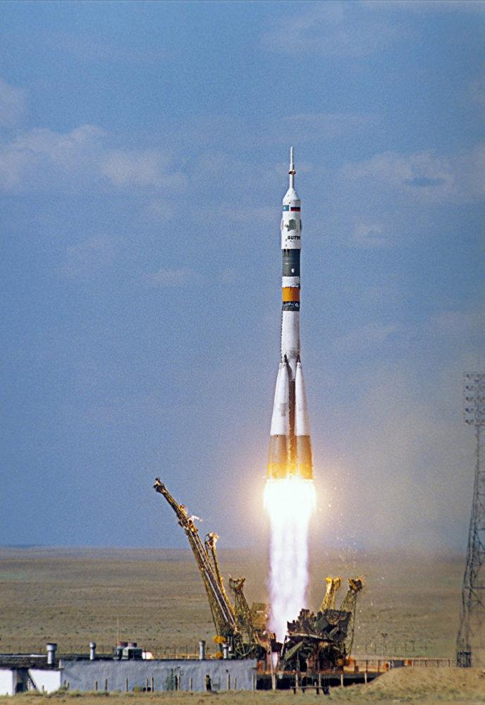 Старт космического корабля Союз ТМ-19. Архивное фото