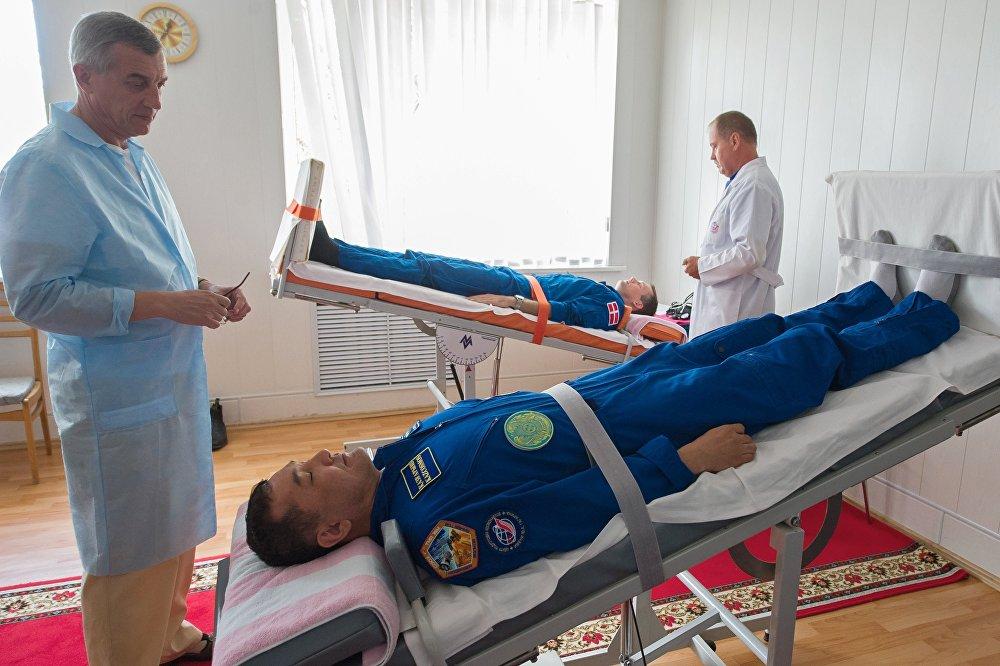 Архивное фото тренировки экипажа МКС-45/46/ЭП-18 на Байконуре
