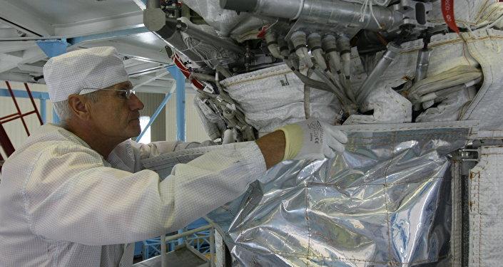 Сборка современного навигационного космического аппарата
