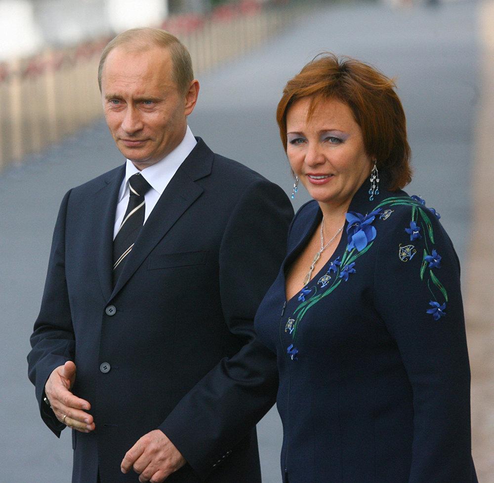 Архивное фото президента России Владимира Путина с бывшей супругой Людмилой
